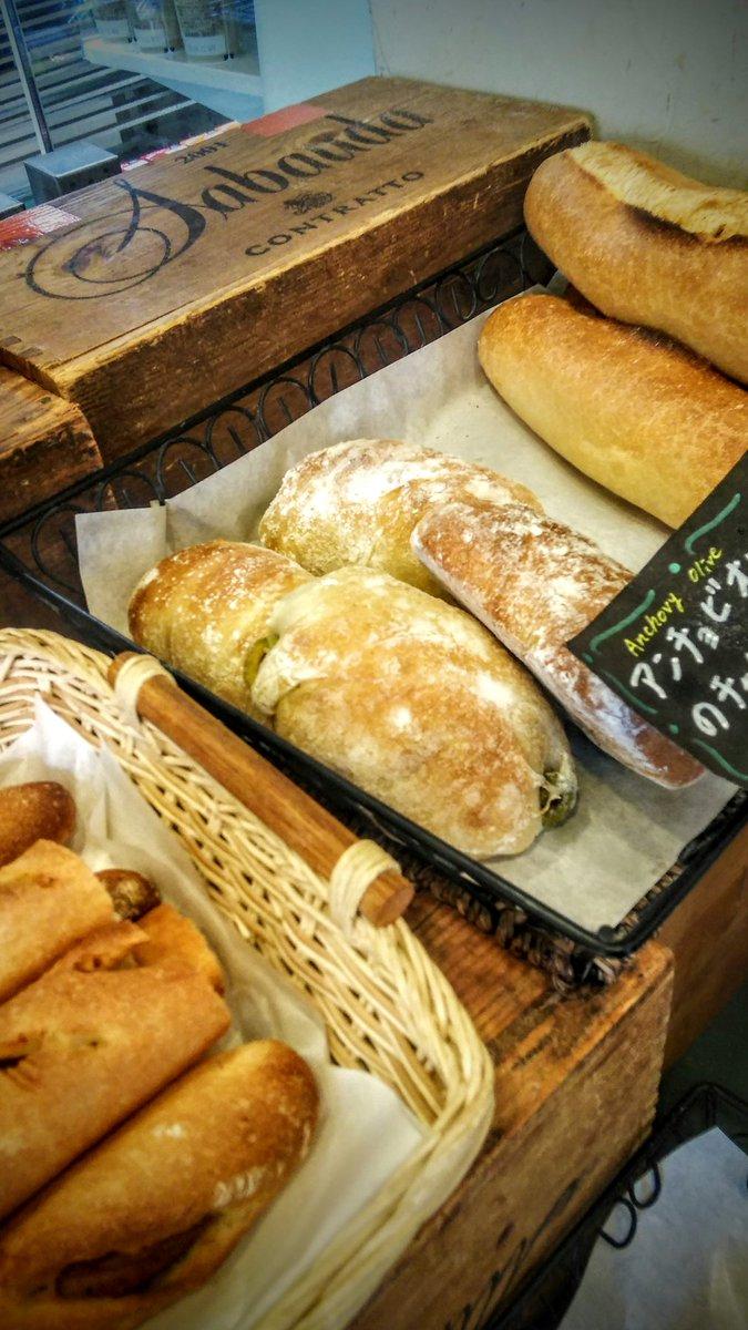 test ツイッターメディア - @SF0Qfnj3mxE3jch こんばんは原辰徳です!(ゴメンナサイw)  ご報告なのですが やっと例のパン買えました♪ ハード系もオリーブもツボですごーく美味しかった💘 リピ決定どす😆 証拠写真ペッタン! 教えて頂いて感謝!┏○ペコ https://t.co/Tw31fJHy0o