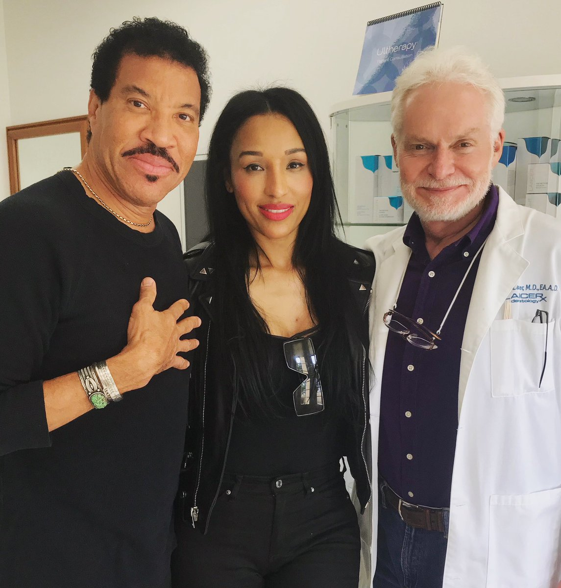 Wishing our dear friend @LionelRichie the best of luck with his #HelloTour🎤 #LancerGlow https://t.co/jiUXuNmnl8 https://t.co/0UPCRDCJ0X