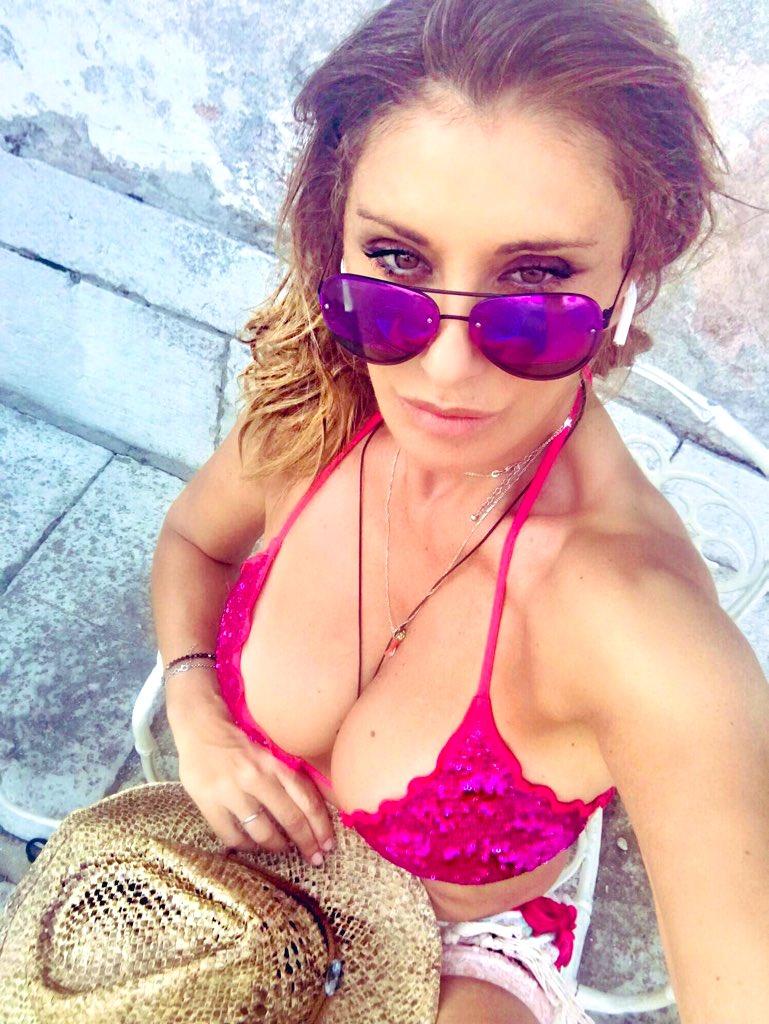 Tipica espressione quando..ti guardo ..ma non ti vedo ... #lookatme #nottoomuch #sabrina #SabrinaSalerno https://t.co/bRnRXwGCV0