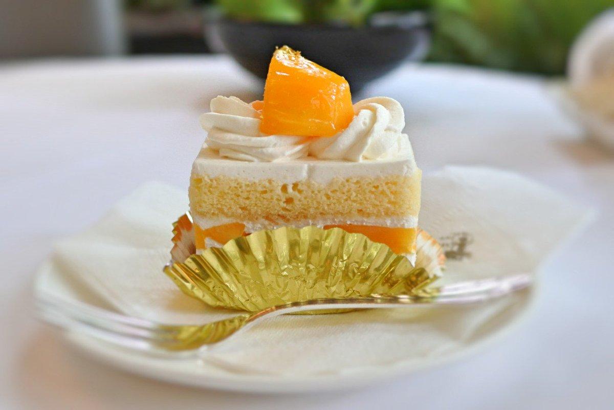 test ツイッターメディア - 銀座ウエスト 青山ガーデン。 着色料も甘味も無添加のクリームソーダ。ガムシロップで好みの甘さに調整します。 間もなく終了のマンゴーショートケーキも美味。 #純喫茶コレクション https://t.co/kqQqRq4z4J