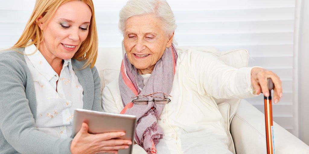 test Twitter Media - 📱Casi la mitad de las #PersonasMayores de 65 años utiliza las #RedesSociales, especialmente Facebook y Whatsapp, como herramientas para combatir la sensación de soledad no deseada o de aislamiento que sufren.  Lee el informe vía @GeriatricArea https://t.co/bbGHAilrGX https://t.co/PtDCMvd2rN