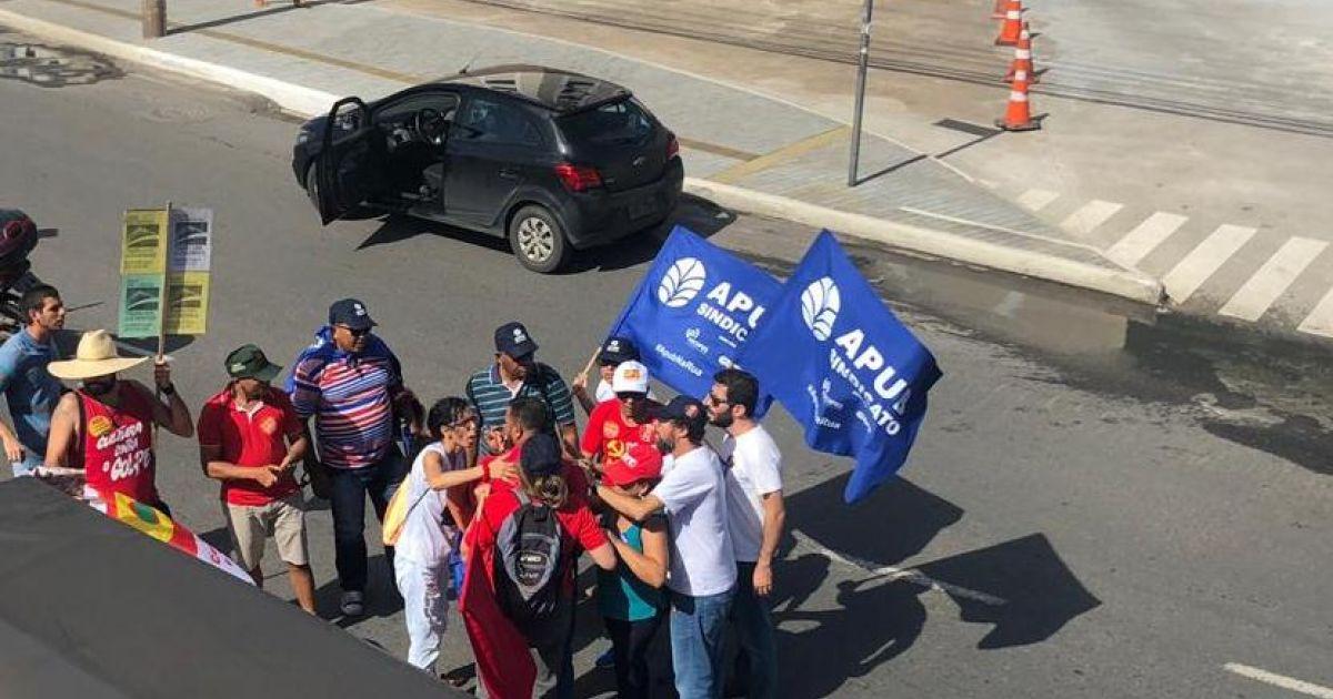 Greve Geral: Homem desce do carro e briga com manifestante na Avenida ACM https://t.co/XKFw45ekyR https://t.co/LSoWXV66NS