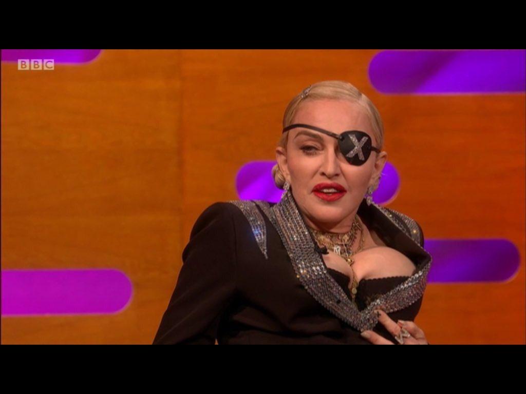 RT @Liz10antTennant: It's the fallen Madonna with the big boobies 😬 #GrahamNorton https://t.co/P9FaYIAToY