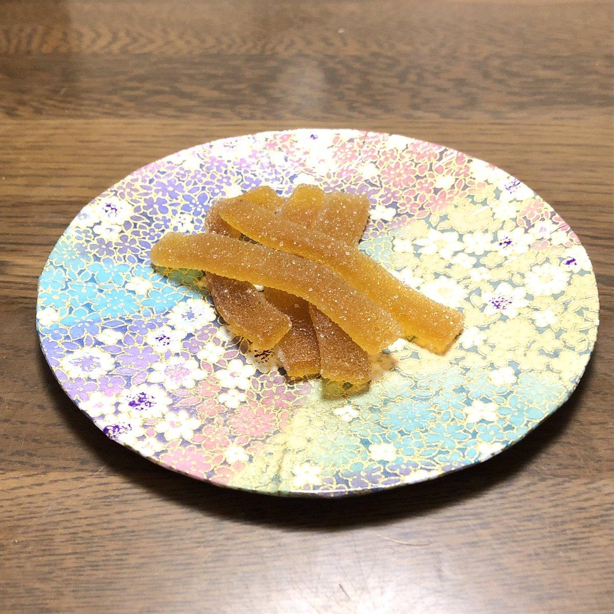 test ツイッターメディア - お菓子を乗せるイメージがわかなかったので、榛原さんで買った千代紙を貼った菓子皿を使ってみました。素朴なお菓子にはいいかもしれませんね。  1枚目の写真のお菓子は山形の佐藤松兵衛商店の梅しぐれ、2枚目の写真のお菓子は松山の山田屋まんじゅうです。… 続き→ https://t.co/L8sYATWU7d https://t.co/0mIXa1WsgR