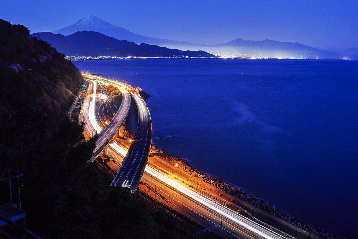 test ツイッターメディア - \#ゆるとぴ国内旅行🚁/ 静岡県・富士山と東名高速🗻🌉 みなさんは見たことありますか?みなさんのおすすめグルメや観光スポットを教えてください( ´・ᴗ・` ) #静岡 #富士山 #ご当地グルメ #グルメ #観光スポット #旅行 #観光 #おすすめ #ゆるとぴ(写真:アフロ) https://t.co/4fARmobGg0