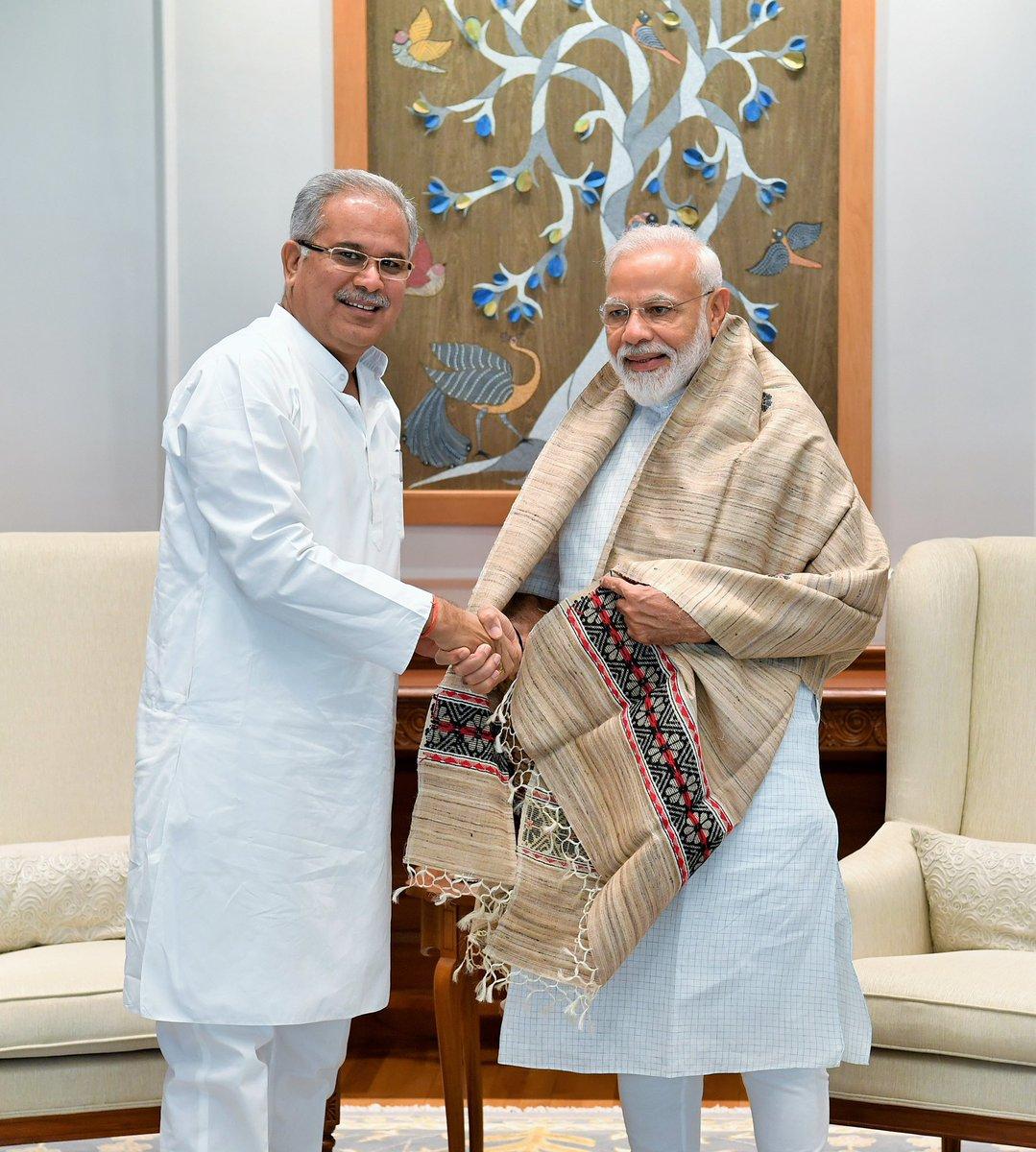 Shri @bhupeshbaghel, the Chief Minister of Chhattisgarh met PM @narendramodi. @ChhattisgarhCMO https://t.co/dxUKLWrI5v