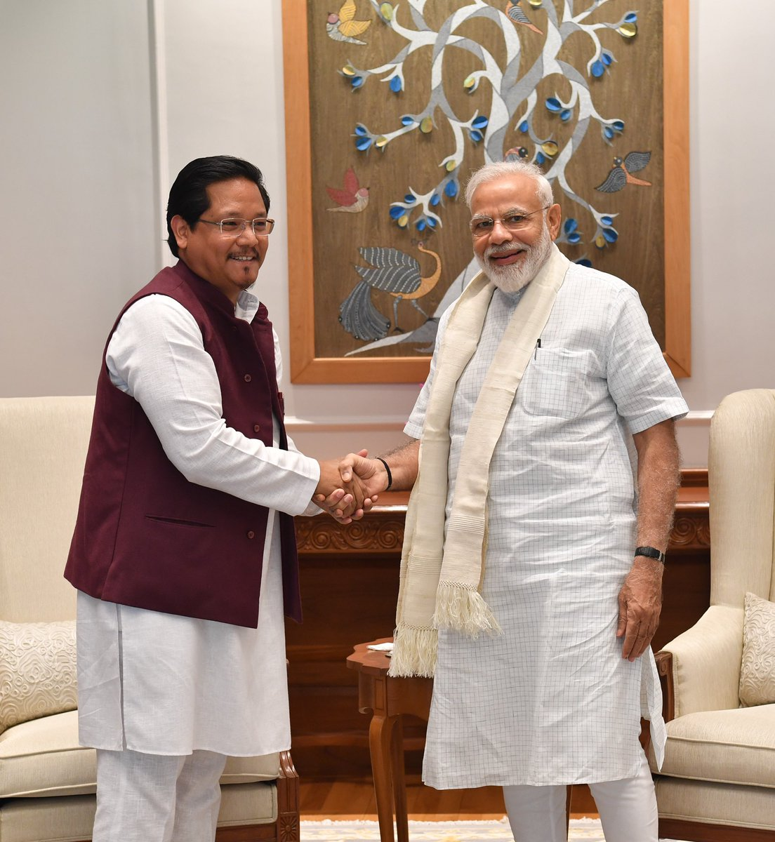 Shri @SangmaConrad, the CM of Meghalaya met PM @narendramodi. https://t.co/kcdP1rP9ZH