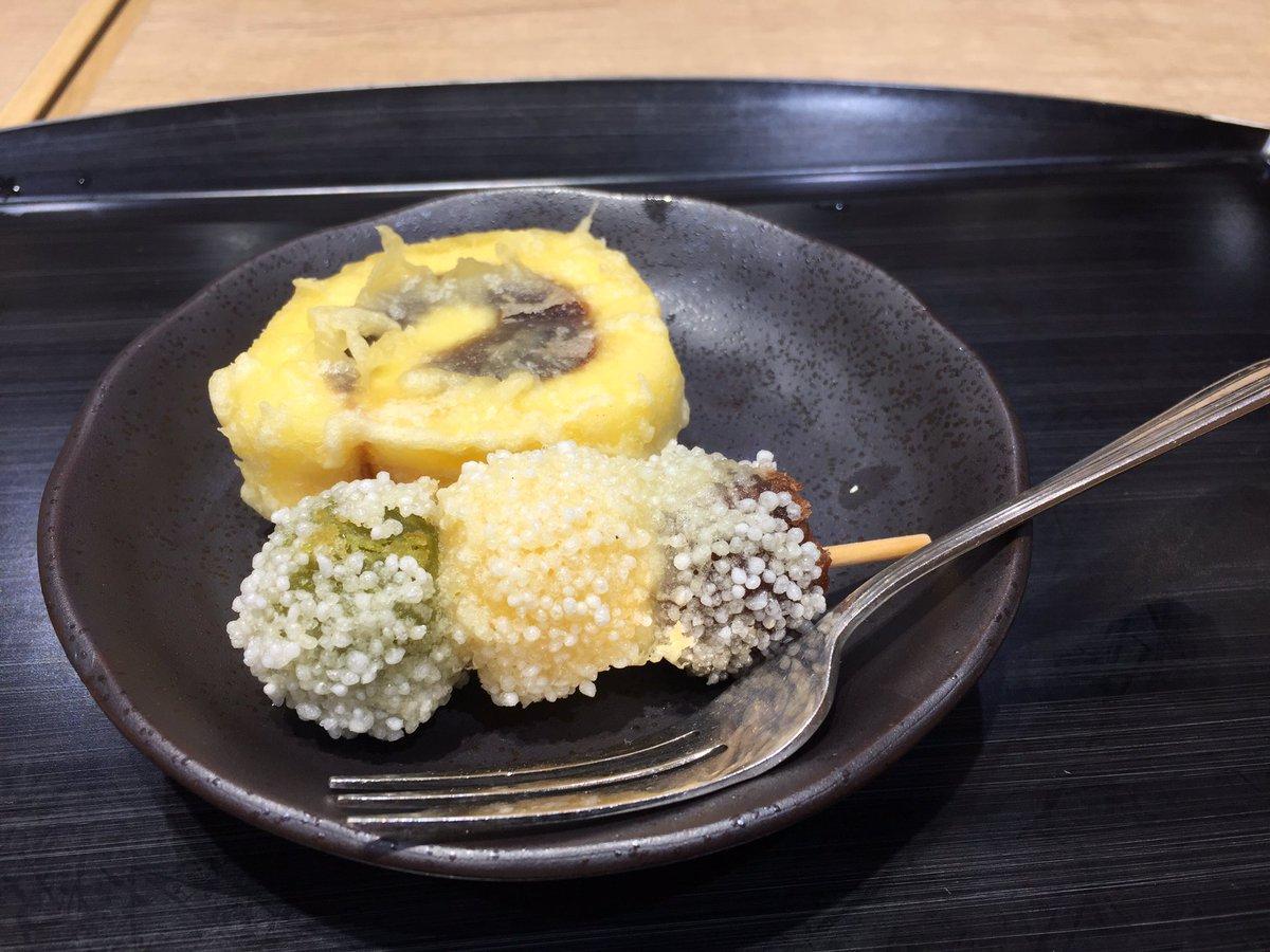 test ツイッターメディア - 空港で「一六タルトの天ぷら」と「坊っちゃん団子の天ぷら」を食べてます(^-^) https://t.co/mG7FNIciJ7