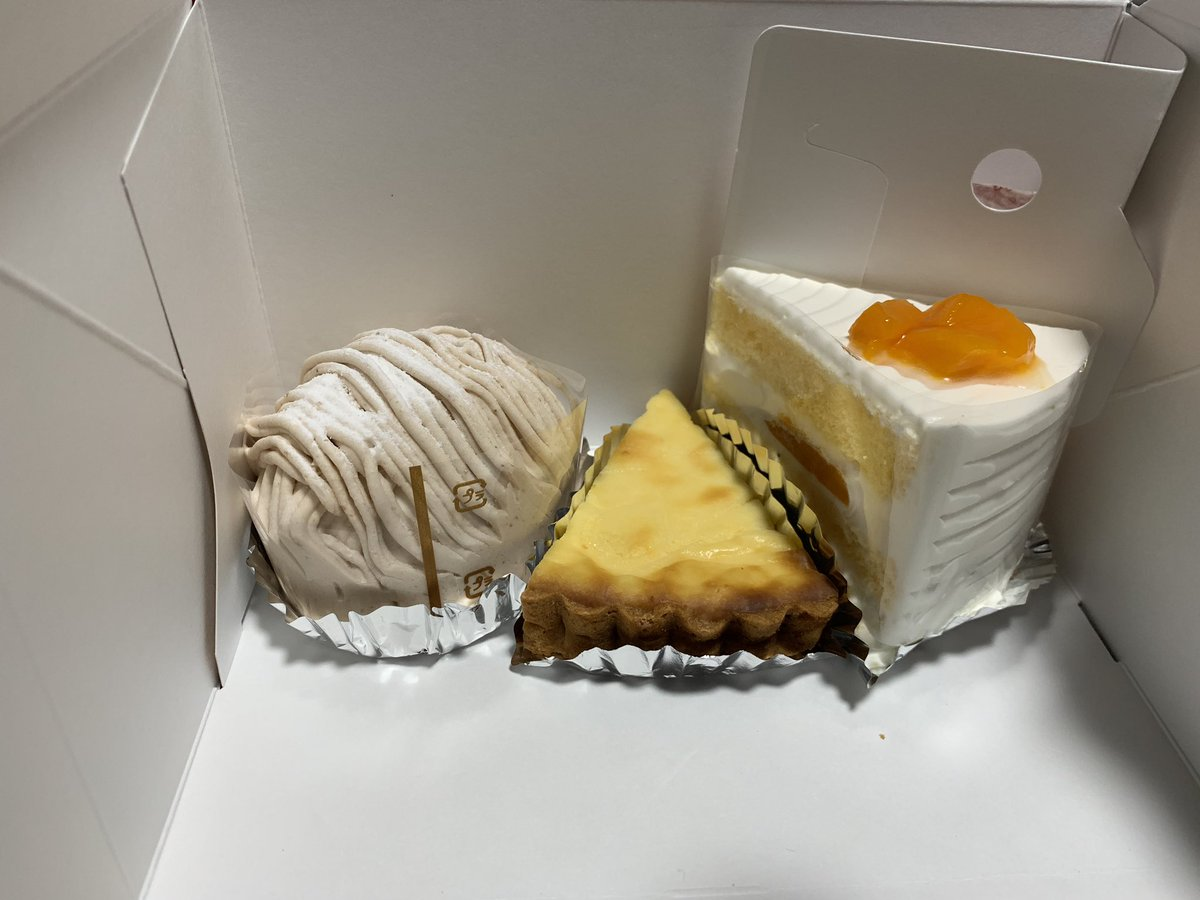 test ツイッターメディア - シスイのモンブランとマンゴーのショートとシュークリーム あと、最近焼き菓子を始めたみたいでチーズタルトおまけで頂きました! https://t.co/BpvF1fUR6J