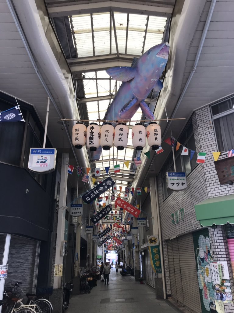 test ツイッターメディア - @Mimikaki76 出町枡形商店街は、たまこまーけっと主役の声優:洲崎綾さんが懇意にされてて毎年のように訪問されてる素敵な商店街ですね! サバのオブジェもそのままだし、京アニ作品では不人気とも言われてますがいまだにポスター貼られてたりしていいと思います。 銘菓:阿闍梨餅やふたばの豆餅 TBDSもありますしw https://t.co/mRkYE67d7E