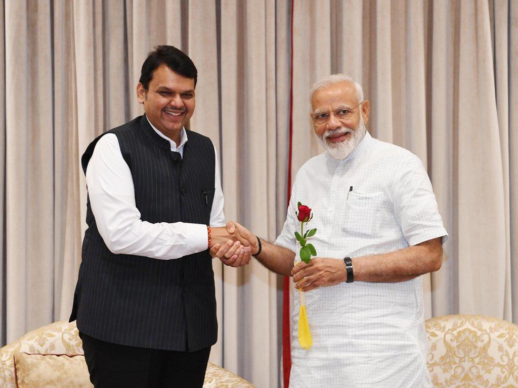 Shri @Dev_Fadnavis, the Chief Minister of Maharashtra called on PM @narendramodi. @CMOMaharashtra https://t.co/g6pjY34gFa