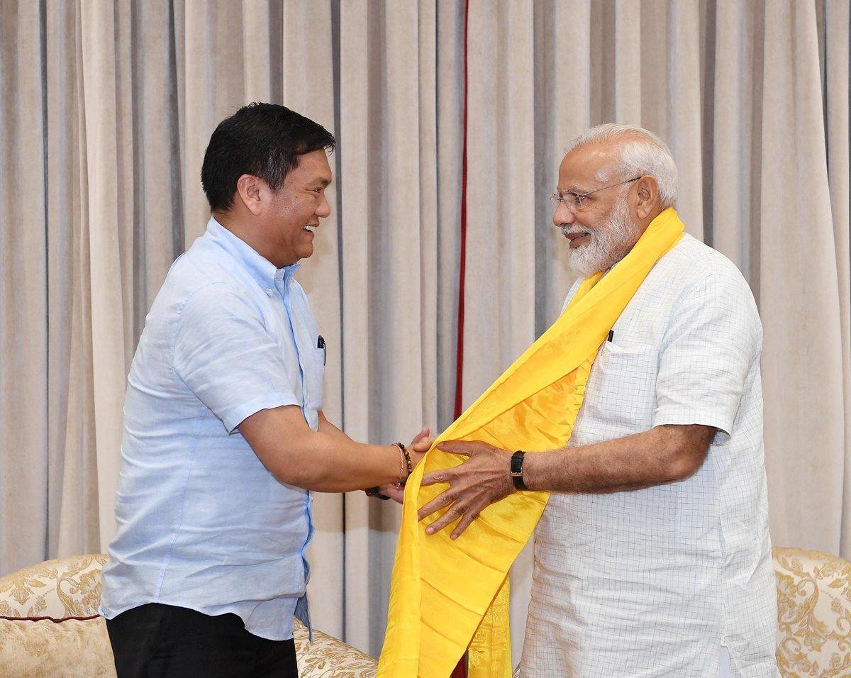 Shri @PemaKhanduBJP, the CM of Arunachal Pradesh called on PM @narendramodi. @ArunachalCMO https://t.co/VGUTer0c0m