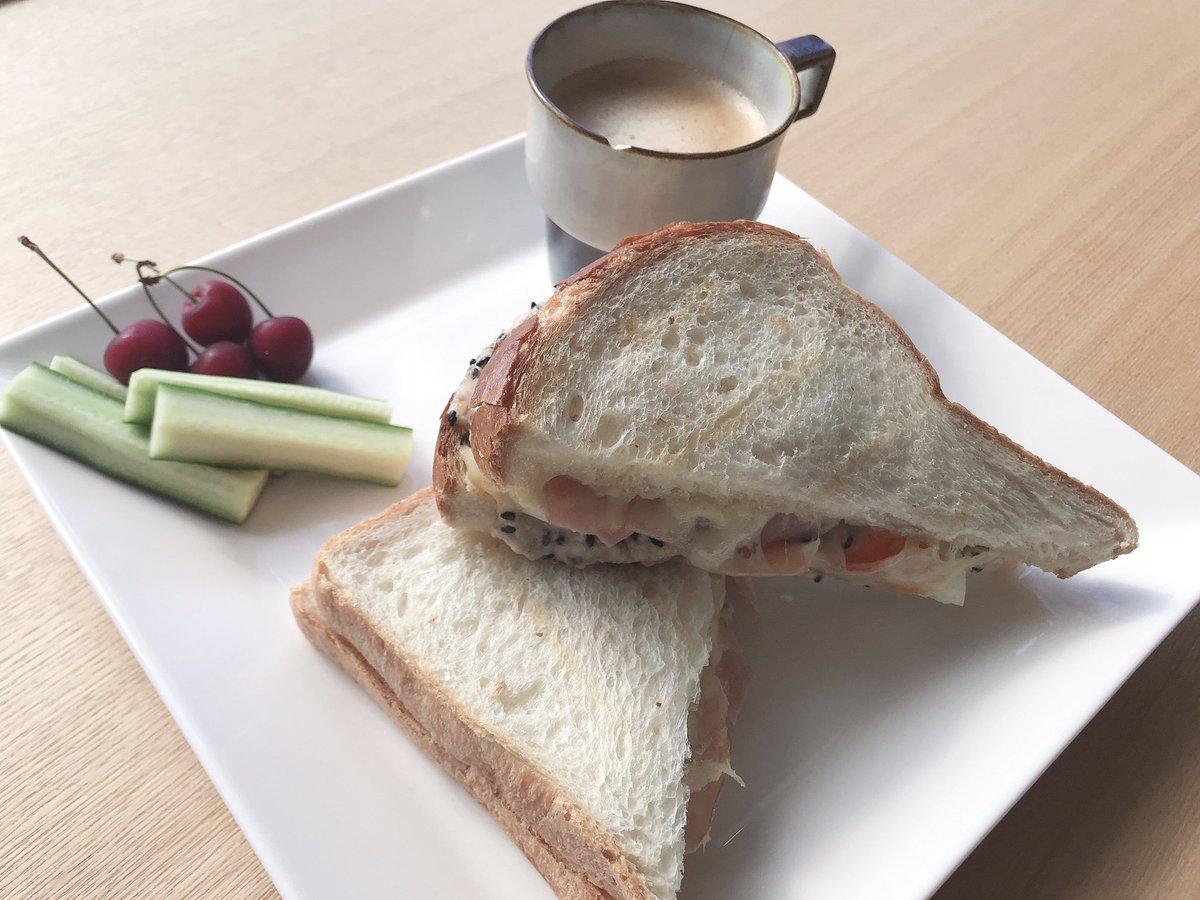 test ツイッターメディア - 朝食を作成☕️🍀*゜  オリジナルサンド✨  美味しくできた(˙꒳˙* )  材料はほぼダイエット中でも 大丈夫なものたけ( ´艸`)  チーズ、ハム、シーチキン ごま、枝豆、たまご  #朝食 #オリジナルサンド #朝はやっぱり美味しいコーヒー https://t.co/383NFnNDHC