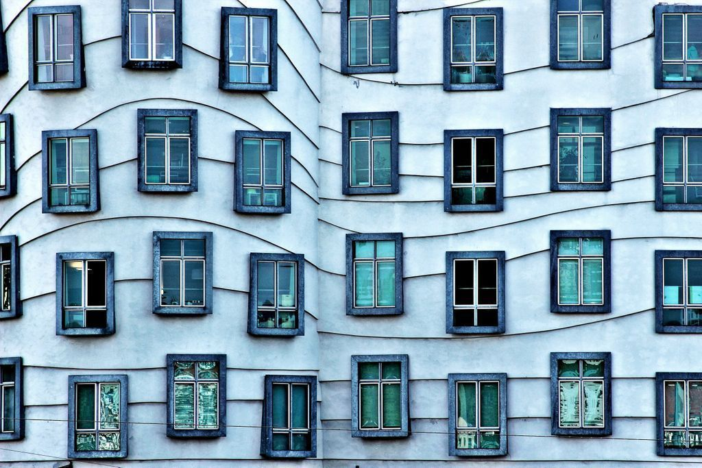 Dancing windows in #Prague..   https://t.co/qhzmXo5dfE https://t.co/hCZPtXVmMK