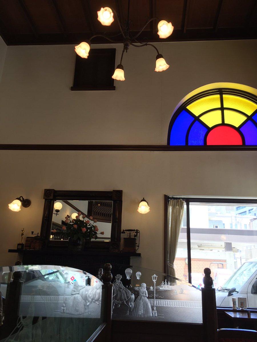 test ツイッターメディア - 実は以前7年横浜に住んでました。今は1年~2年おきくらいで訪れてます。来る度にお店が変わっていたり新しい観光スポットが出来てりと、この街も目まぐるしく変化してるけど昔ながらの老舗は相変わらずです☺️ 馬車道の横浜十番館は4角いプリンが名物のゆったり落ち着けるカフェです☕💭💕 https://t.co/ZULuI8ezCy