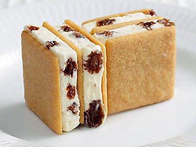 test ツイッターメディア - 帯広の銘菓と言えば、六花亭のマルセイバターサンド、道外でも北海道物産展ではお馴染み、コレのアイス版マルセイバターサンドがある、六花亭の札幌店で食べられる~♪ 秋口頃に又帰省口実で、札幌に行くか(笑) https://t.co/FrJTmUxfUy