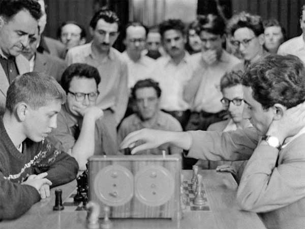 "test Twitter Media - Then 15-year-old Bobby Fischer and yet-to-be world champion Tigran Petrosian play some friendly blitz at Moscow Central Chess Club in 1958.   Today is 90 years since Armenian hero ""Iron Tigran"" was born on June 17, 1929.  #HBD #legend #OnThisDay #chess #blitzup #blitz https://t.co/xYX5AgJLFe"