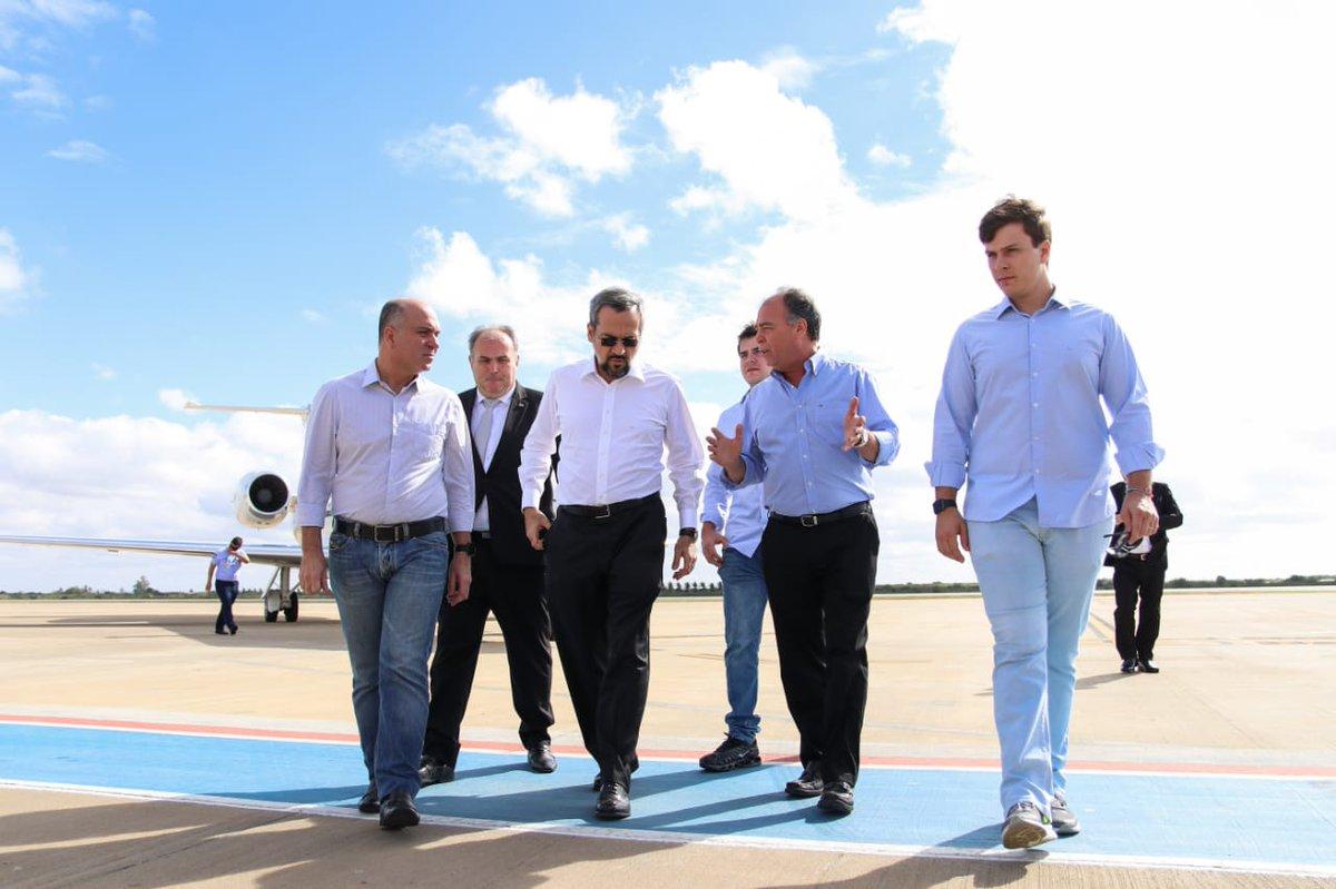 RT @fbezerracoelho: Acompanhando o ministro da Educação @AbrahamWeint , em sua passagem por Petrolina. https://t.co/YtF7j97AAc