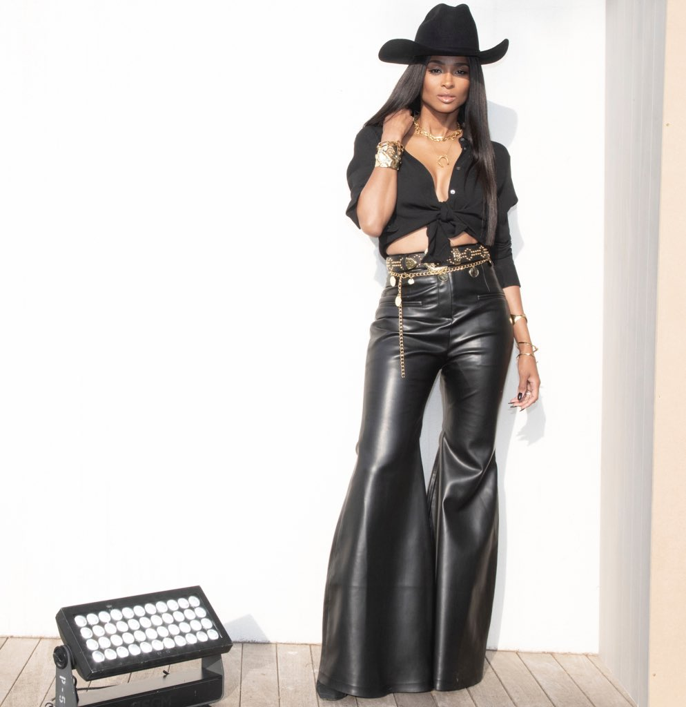 Cowgirl in Cannes. https://t.co/GEUBSL0MSY