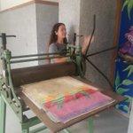 Imprimiendo los trabajos de grabado en linoleo #escuelapublica #escueladecalidad #Recreativo https://t.co/alSIzMzD1i