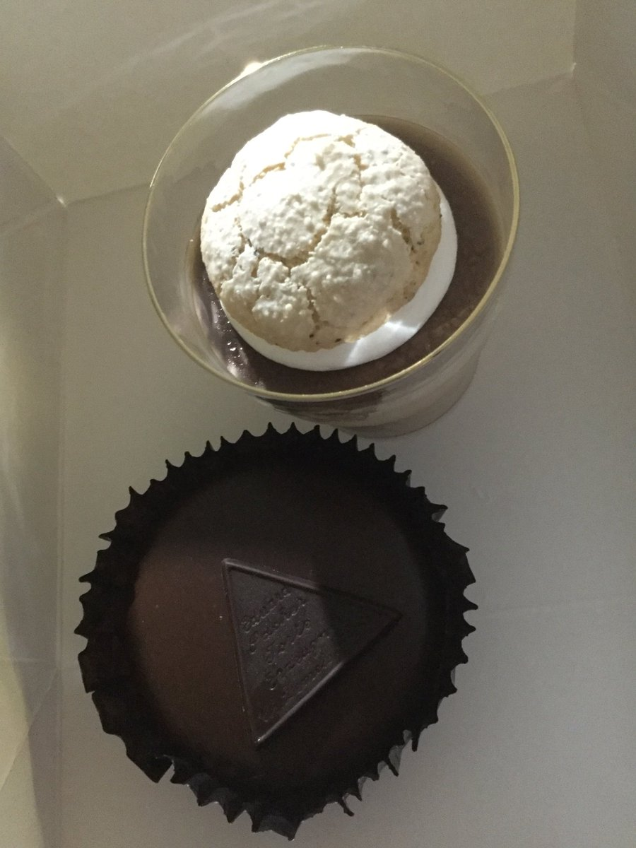 test ツイッターメディア - 4月に何も出来なかったから…大遅刻&遅刻だけど、我がAltessimoを2人一緒に祝ったぞい٩( 'ω' )و  思いついた時はガチのドイツ菓子のお店には間に合わない時間だったので、今回はオーストリアなデメルで堪忍な〜🙇💦  ドイツのお菓子は素朴なので映えない系💧 ✨🎼 ザッハトルテ、紅茶のムース 🎵✨ https://t.co/TM7uafTKVT