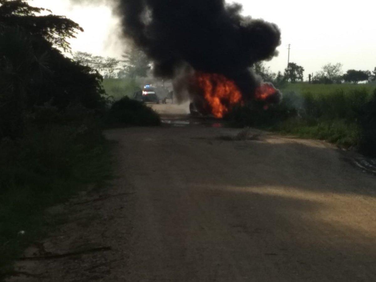 RT @CronicaVera: #explosion de ducto de @Pemex en #TresValles #Veracruz por toma clandestina https://t.co/yHwx5RFuTO https://t.co/rzE7CmG0J2