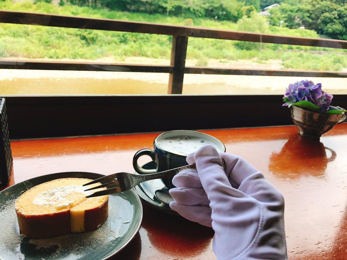 test ツイッターメディア - 五十鈴川を眺めながら優雅にカフェ〜タイム✨和三盆糖と白豆の和風ロールケーキ💙 https://t.co/MW499t5IWD