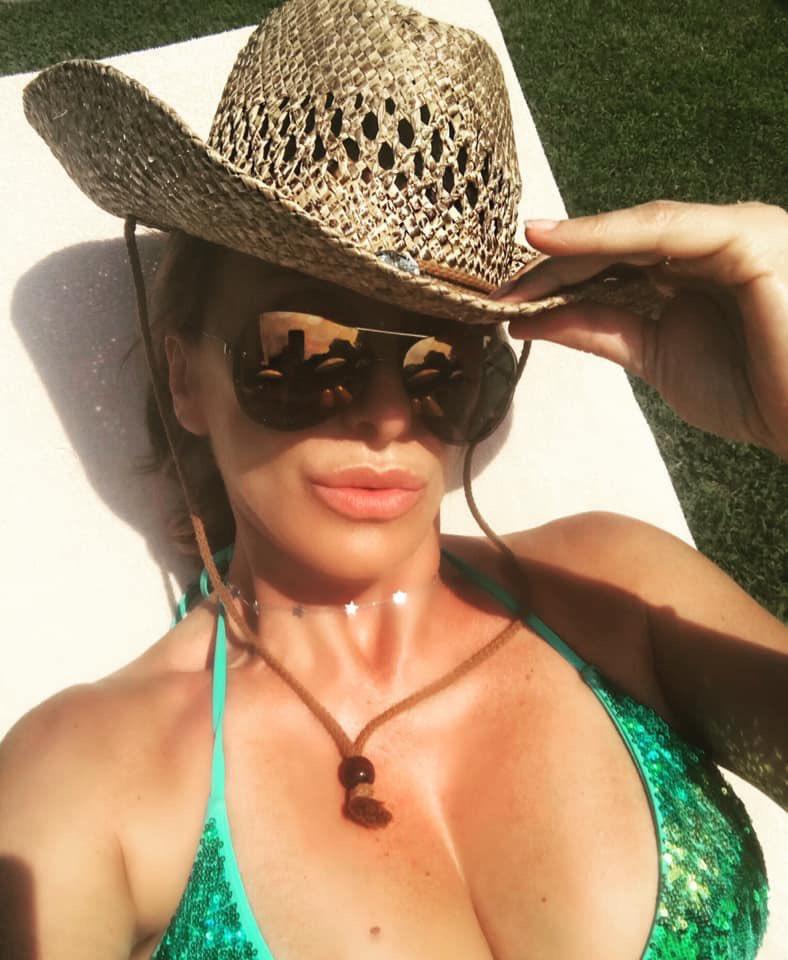 Wild wild wild sun. #wildsun #wildhat #wildwest #SummerInItaly #summertime #Sabrina #SabrinaSalerno https://t.co/YTbr3QtGMl