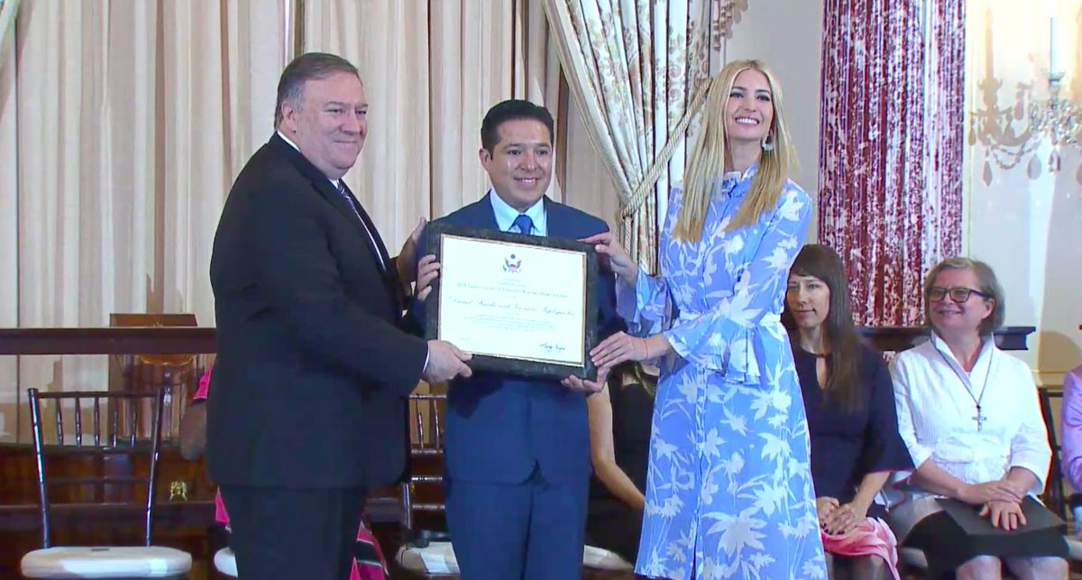 RT @W7VOA: #TIP2019Report heroes being presented plaques by @SecPompeo and @IvankaTrump. https://t.co/crbXx62zkQ