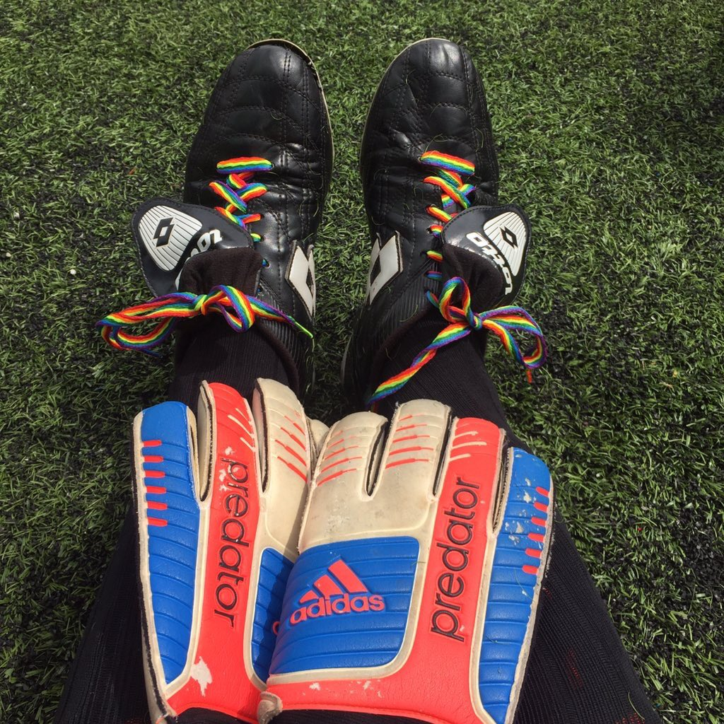 @Helena_Doughty Although I'm heterosexual, I did wear these with pride at the recent Forza tournament 👍 🌈 👟 https://t.co/MjXWFL61Vy