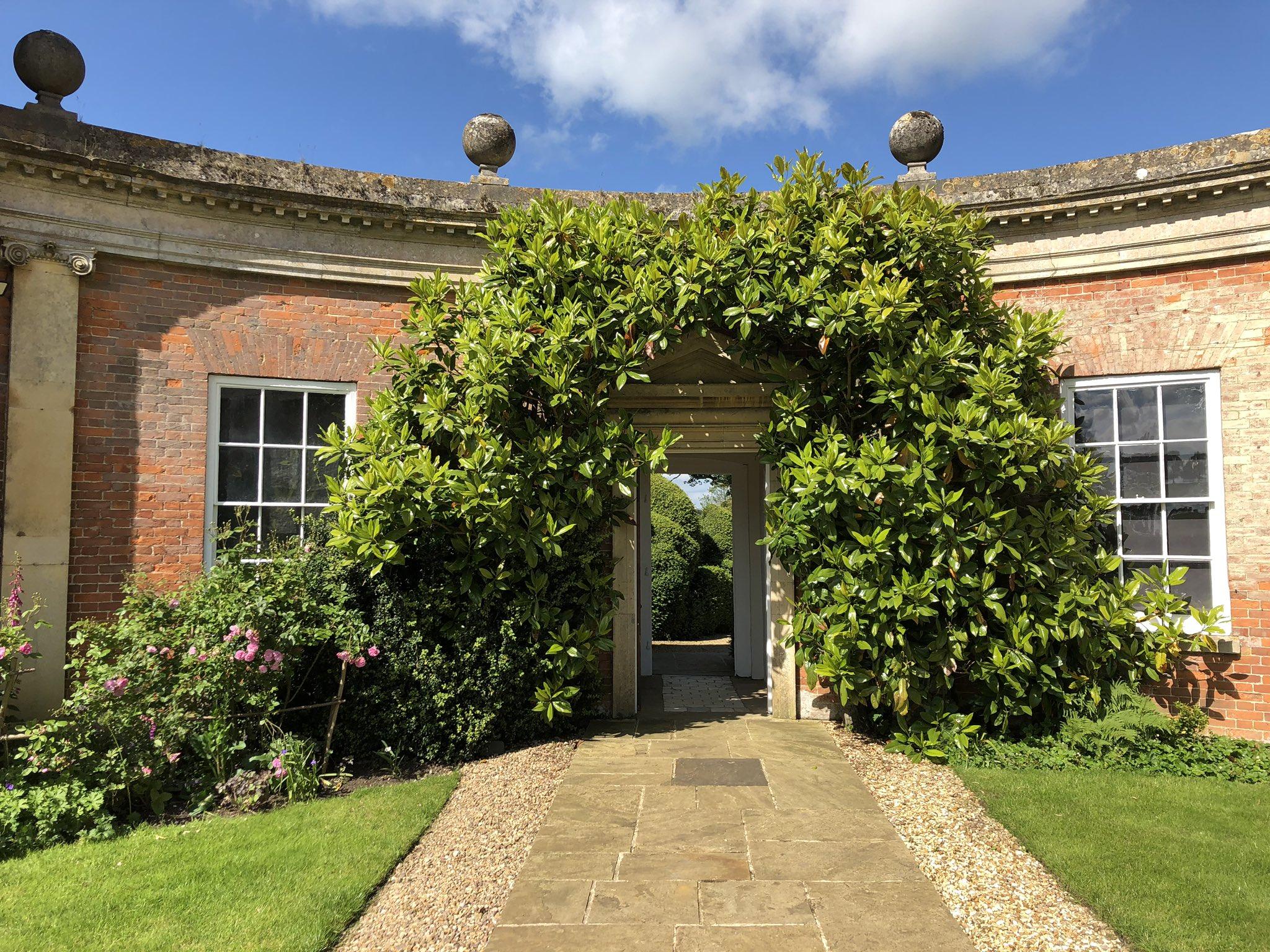 This has to be portal of the day! Over at Kelmarsh Hall #secretgarden https://t.co/kKmPdHAI7j