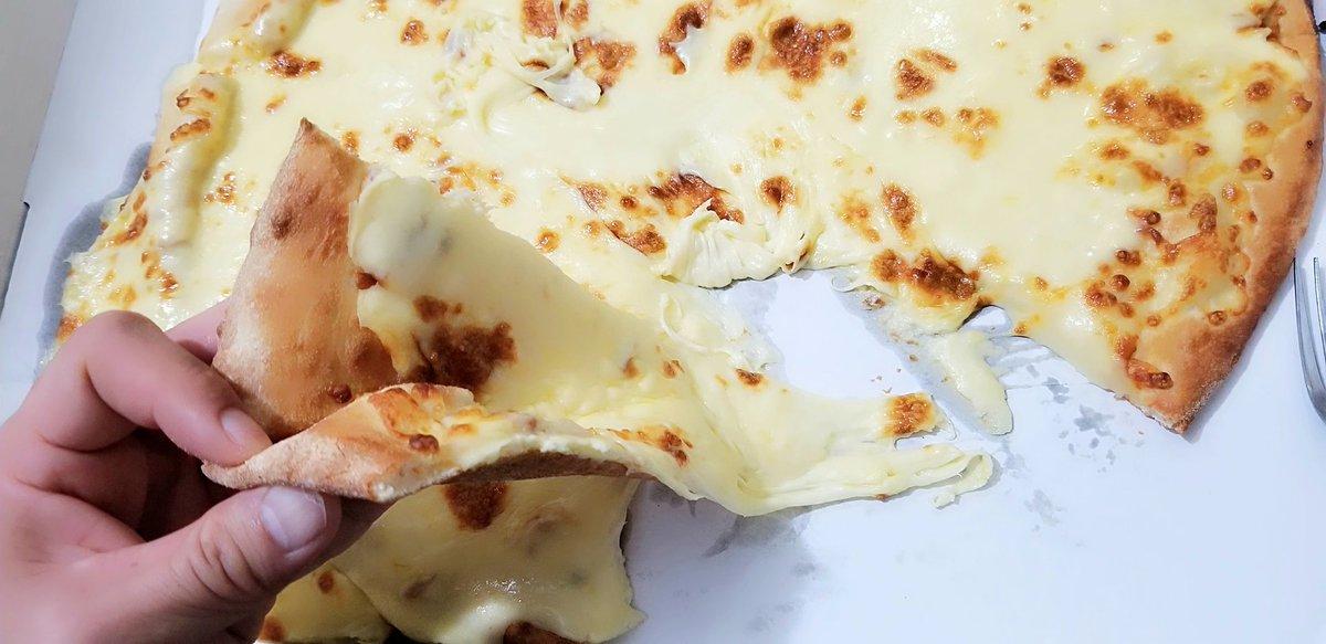 test ツイッターメディア - 昨晩、ドミノでチーズ1kgの乗ったピザを頼んで食べてみました。 直径約40cm、チーズ1kg がんばって完食したけど、もう背徳感がヤバい・・・ 画像のスライム目薬は大きさ比較のために置いてみました。 今日は歩き回って烏龍茶だけで過ごします! #ドミノピザ #チーズ1kg https://t.co/PbO9C6S4Fc