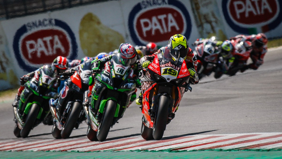 test Twitter Media - 🔥 @jonathanrea capitalises on second @19Bautista mistake to win tense Race 2!  HIGHLIGHTS RACE 2 👇🏻  #RiminiWorldSBK🇮🇹  📹 VIDEO| #WorldSBK  https://t.co/81Na04KQPM https://t.co/rwhVE7jQNh