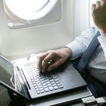 US weighs banning laptop computers on international flights