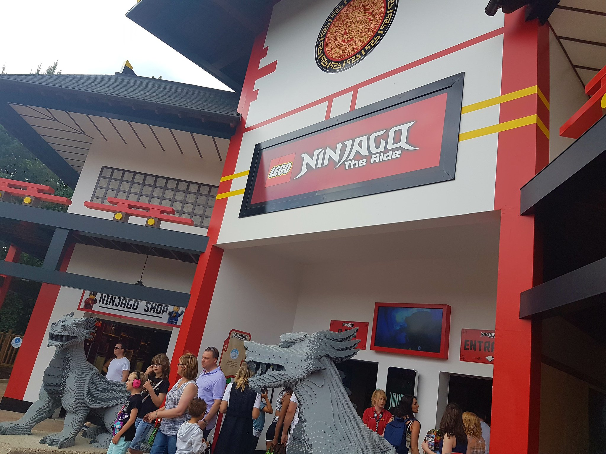 We've arrived at @LEGOLANDWindsor for the launch weekend of the new LEGO NINJAGO World! https://t.co/OK36B9YkrQ