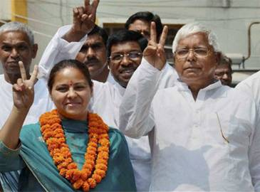 Mega embarrassment for Lalu Prasad Yadav, daughter's firm in hawala diary. Tweet your take on #LaluLootDiary