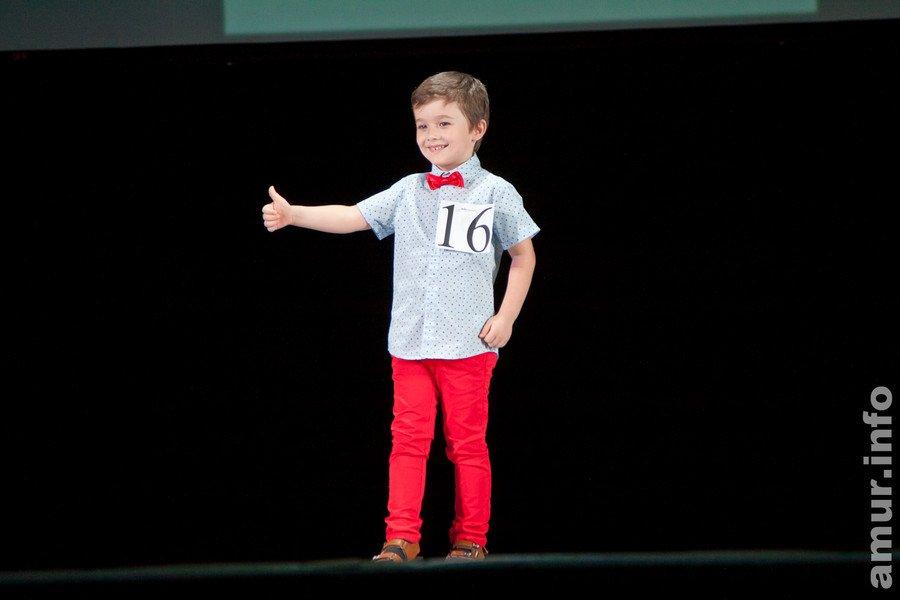 Фото мальчика на конкурсе красоты