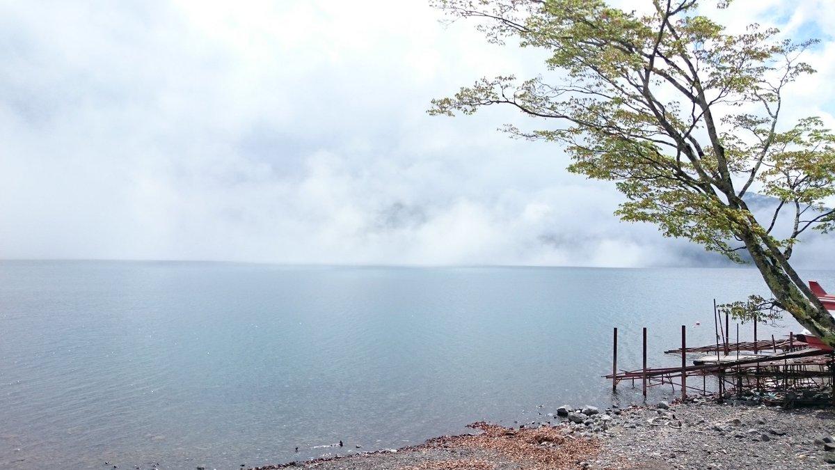 奥日光の湯本までドライブ🚗💨🎶曇りだったのが晴れ間が☀中禅寺湖湖畔で水面を雲がはしる天空の城ラピュタみたいな景色✨エメラ