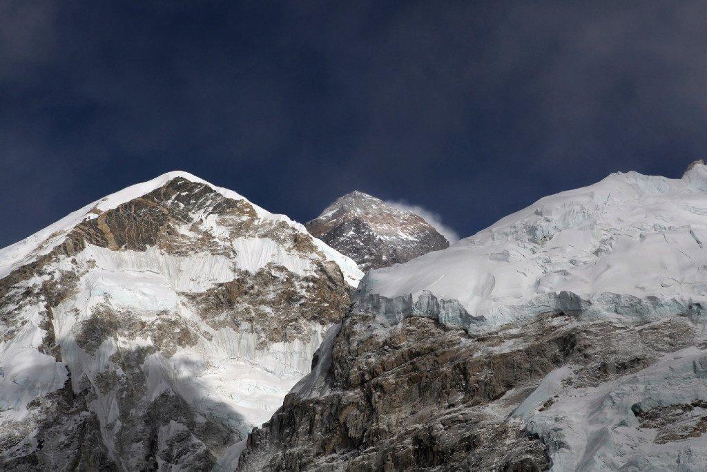 Small plane crashes near Mount Everest; 1 killed, 2 injured