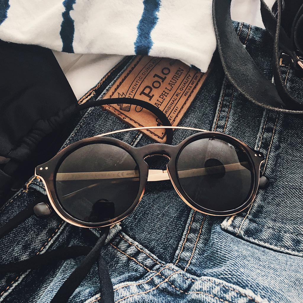 Summer necessity: Keyhole-Bridge sunglasses from #Polo eyewear https://t.co/fXQhy1NJSt https://t.co/WZxCfIhVRn