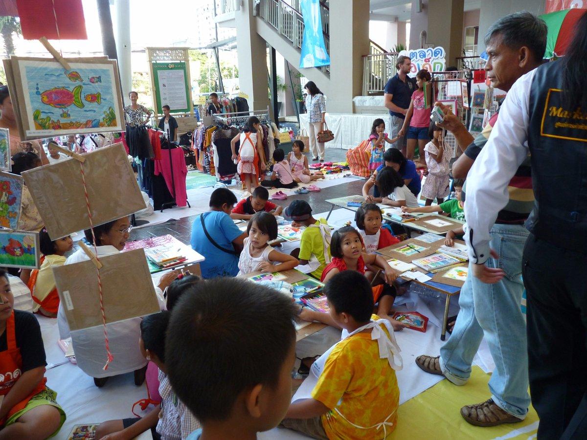 Детский свечной заводик на детском рынке. Таиланд. Хуа-Хин