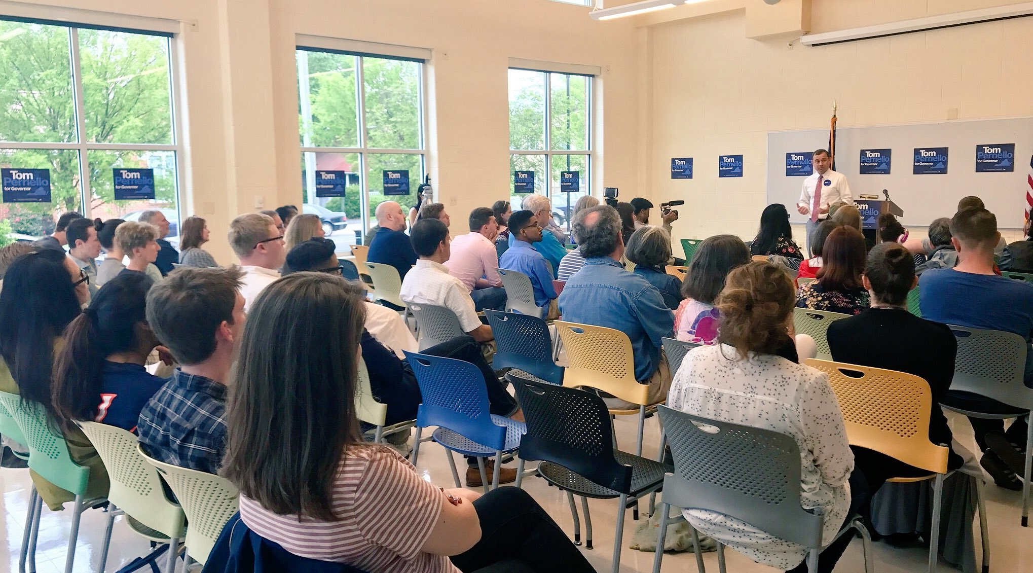 Great crowd at our second town hall of the day here in Alexandria! Join us live here: https://t.co/FZBvrhfnWF https://t.co/G4MvXJOcsZ