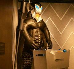 ASCII.jp:「怪獣酒場」が都内上陸!メフィラス星人が店長でシュールすぎ 寅年生まれ肉食ナベコの「な...#萌ニュー