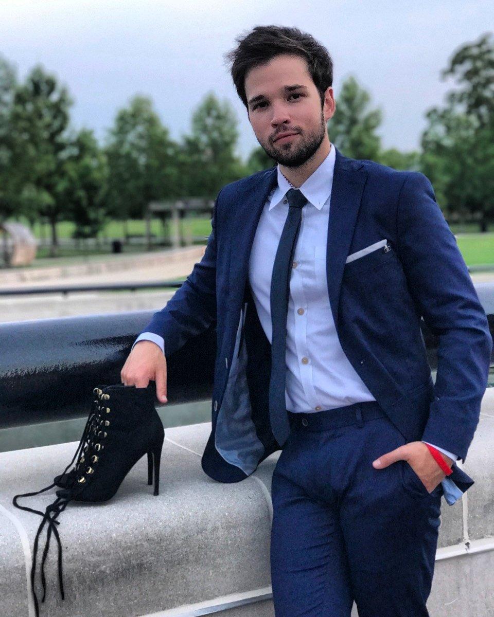 Bae's professional shoe carrier https://t.co/YEz35DisWH https://t.co/MqBYkvQYG8