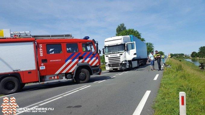 Auto te water aan de Maasdijk https://t.co/ST90gMckUT https://t.co/pDMIBg4NF8
