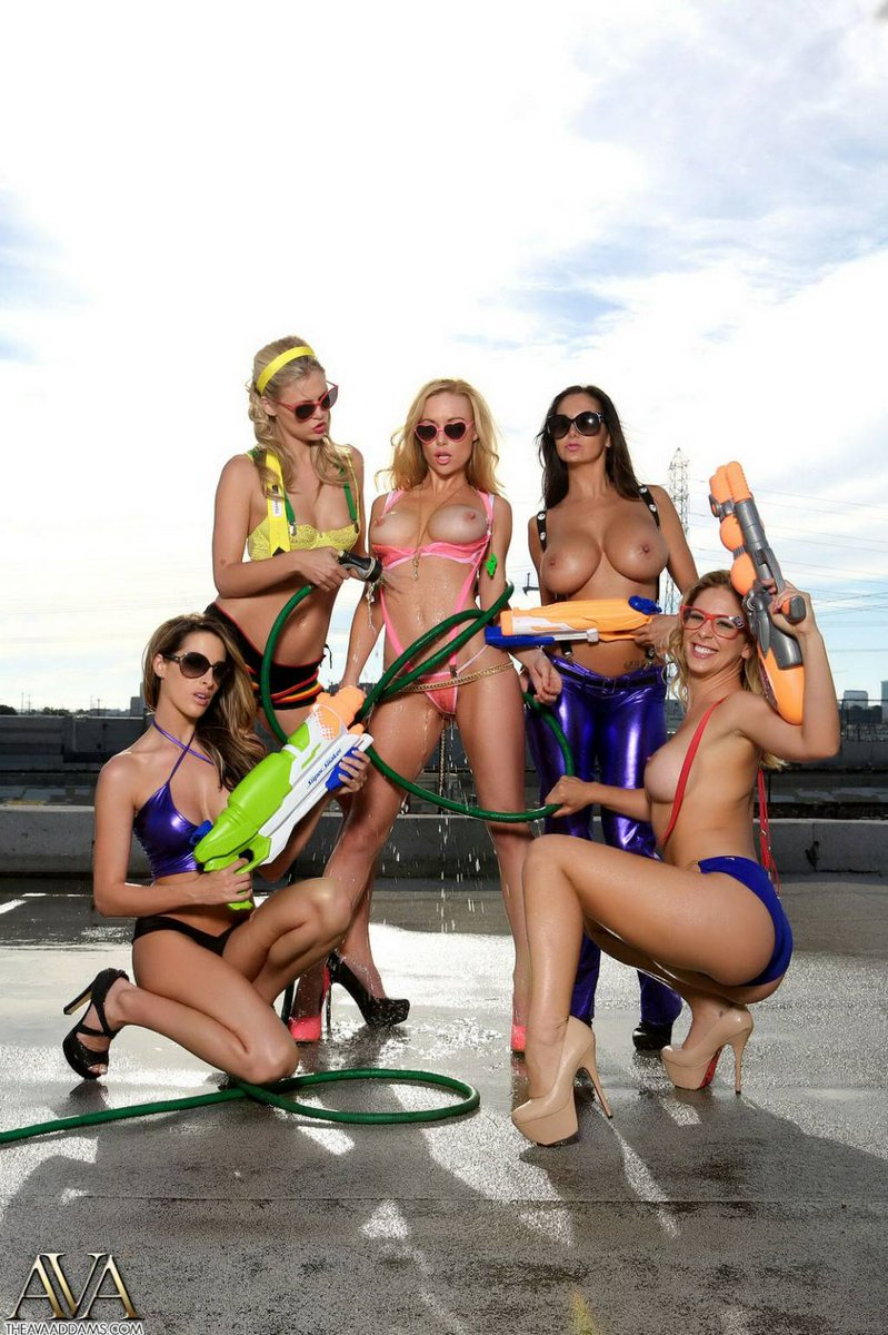 Sexiest water gun fight ever! #sundayfunday qDUyyvPqhi
