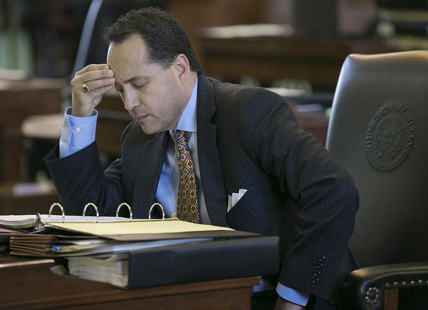 Bill to crack down on cyberbullying in schools advances to Gov. Abbott