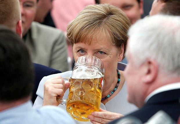 Europa deve viver 'por conta própria', diz Merkel após tensão com Trump
