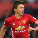 Carrick pens new Man United deal
