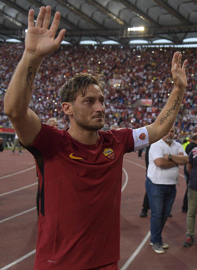 RT @Totti: Grazie! https://t.co/EHpwZDcvEo